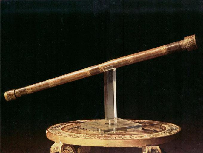 Il Famoso Cannocchiale Di Galileo Galilei Torna A Firenze.