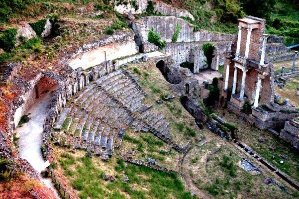 teatro-romano-volterra