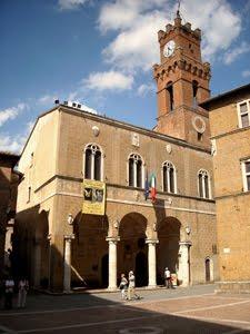 palazzo pubblico a Pianza