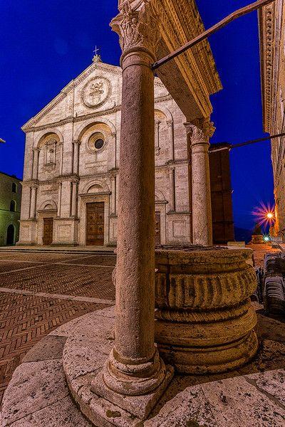 Pienza. Piazza Pio II. Papa Piccolomini