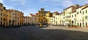 La Piazza Anfiteatro di Lucca