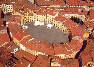 Piazza Anfiteatro. Lucca E Le Sue Origini Romane.