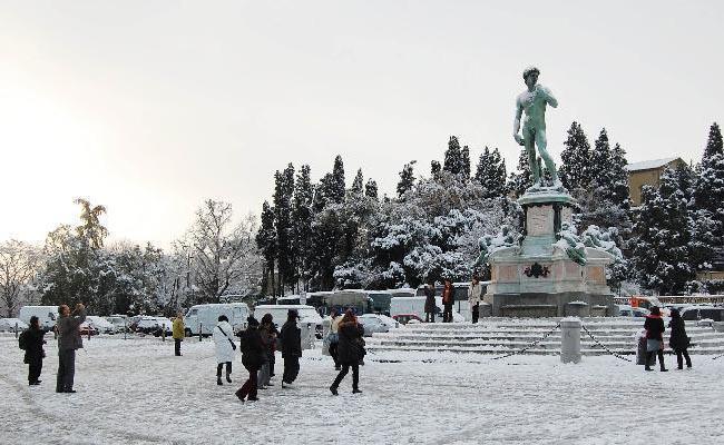 A Piazzale Michelangelo Per Ammirare Tutta Firenze