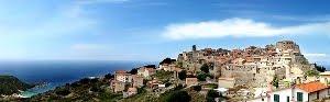 Giglio Castello, Un Antico Borgo Medievale In Mezzo Al Blu Del Mare