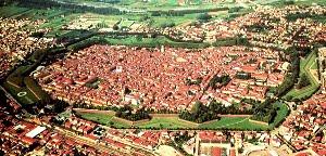 Le Mura Di Lucca: Una Passeggiata Sopra La Città