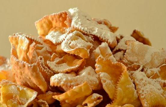 Cenci Di Carnevale. Ricetta Dei Dolci Toscani Per La Festa Delle Maschere