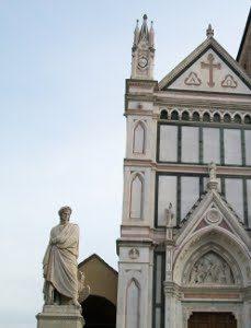 La Statua Di Dante Alighieri In Piazza Santa Croce A Firenze