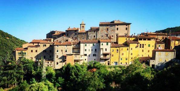 Sassetta: Il Caratteristico Borgo Toscano E La Sua Storia