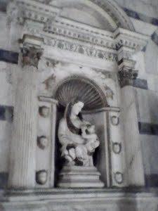statua nella chiesa della spina