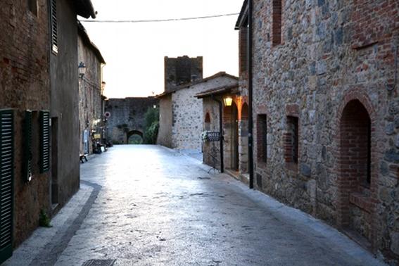 I Sentieri Dei Viandanti. La Via Francigena In Toscana.