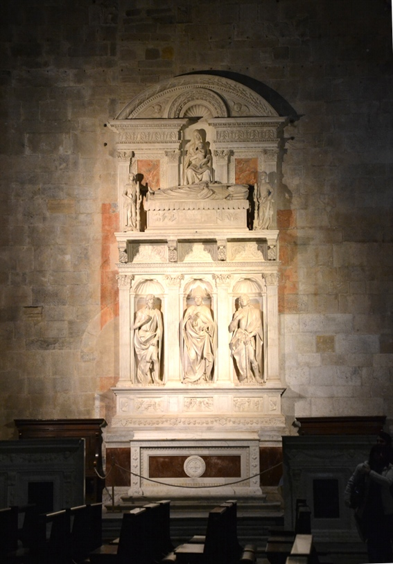 monumento nel duomo Lucca