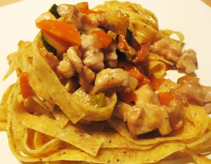 Pappardelle-al-sugo-di-coniglio-melanzane-e-peperoni