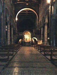 San Miniato Al Monte. I Preziosi Interni Della Basilica Fiorentina