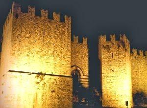 il castello imperatore di notte