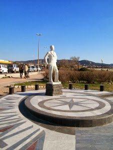 Il Monumento Al Marinaio. Passeggiando Sul Lungomare Di Livorno