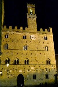 Il Palazzo Dei Priori A Volterra