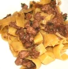 Pappardelle Al Sugo Di Porcini E Salsiccia. La Ricetta Per Festeggiare L'autunno