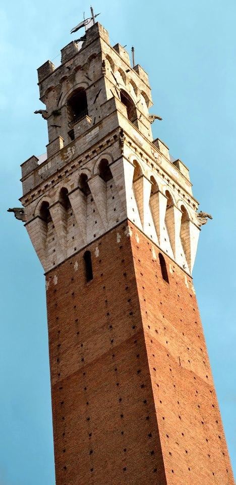 La Torre del Mangia in Piazza del Campo. 88 metri di altezza è la torre antica più alta in Toscana