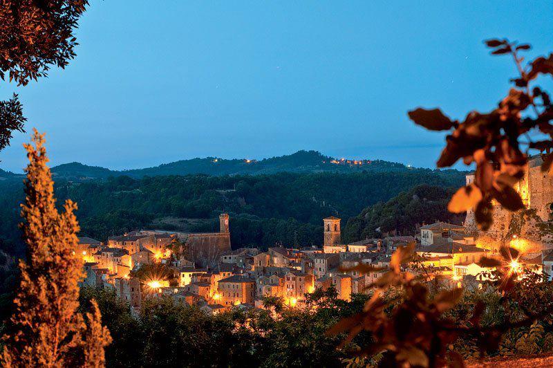 Sorano, Nel Cuore Della Maremma Toscana