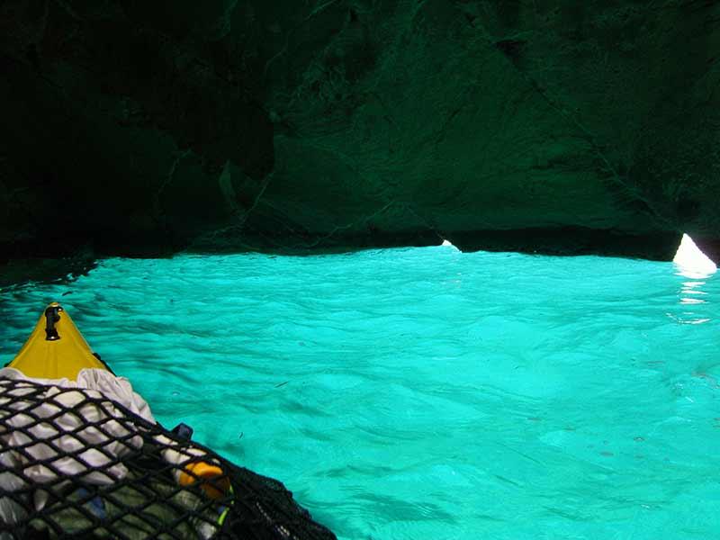 Isola d'Elba. Grotta dello sbruffo