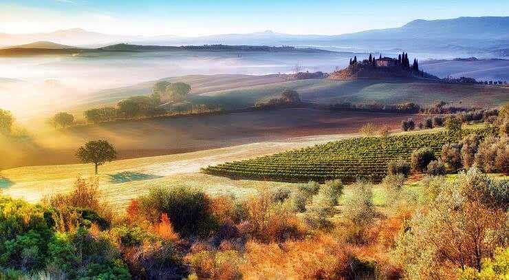 alba e nebbia in Toscana