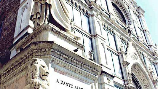 Statua Di Dante Alighieri. Foto Di Trần Dương Hiệp.