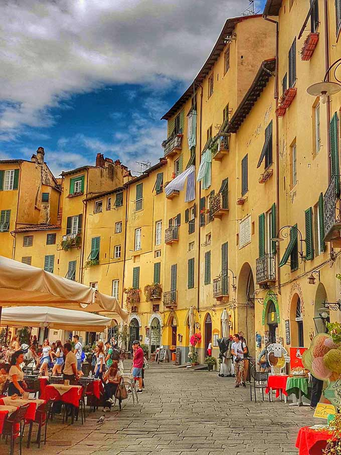 Piazza Anfiteatro Lucca, Di Marzia Francesconi