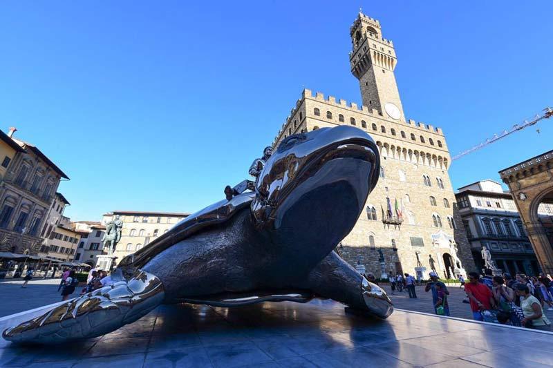 La Tartaruga Di Jean Fabre In Piazza Della Signoria A Firenze