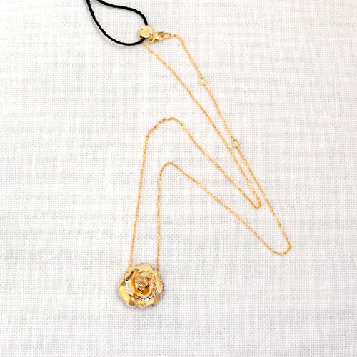 Ciondolo In Oro A Forma Di Rosa (1)