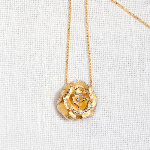 Ciondolo In Oro A Forma Di Rosa (3)