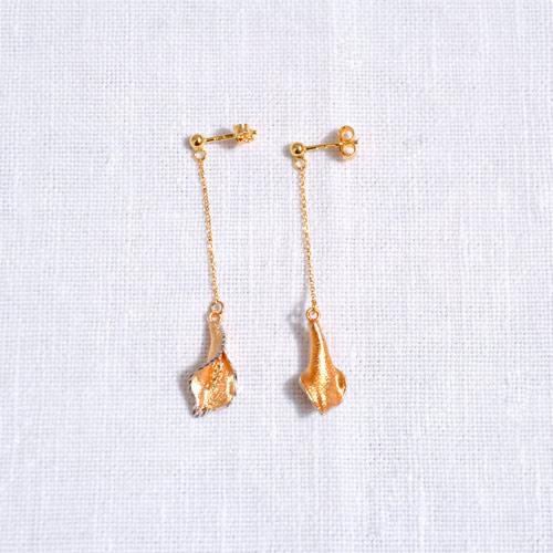 Orecchini In Oro A Forma Di Calla (3)