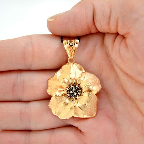 ciondolo oro a forma di fiore