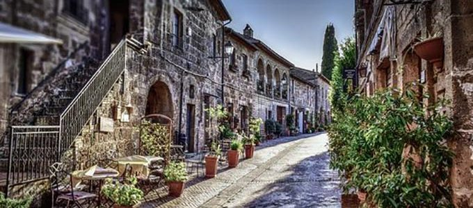 SOVANA A HISTORY OF THE MOST BEAUTIFUL VILLAGES OF ITALY