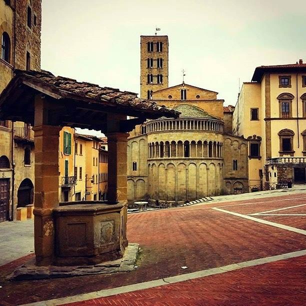 Arezzo, Ricca Cittadina Nella Toscana Sud-orientale