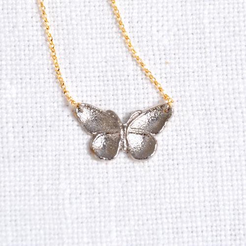 Girocollo Con Ciondolo In Oro A Forma Di Farfalla (3)