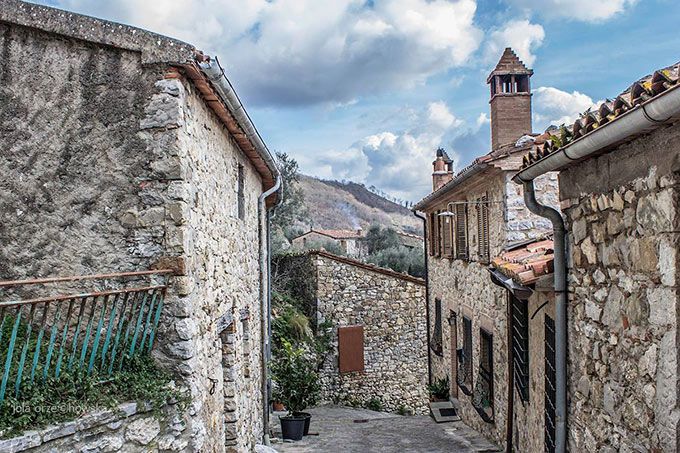 Roccalbegna-di-Jola-Orzechowska