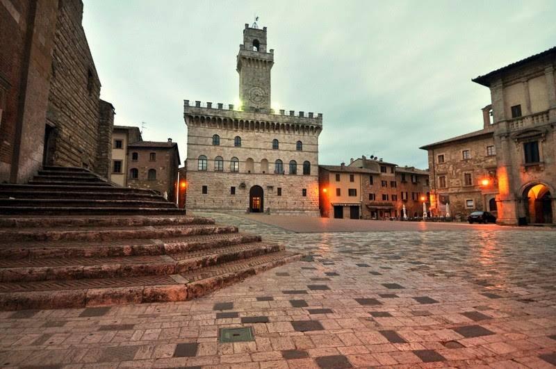 Piazza-grande-montepulciano-di-moreno-ciacci