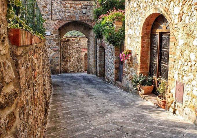 Trequanda, Piccolo Borgo Senese Ricco Di Storia