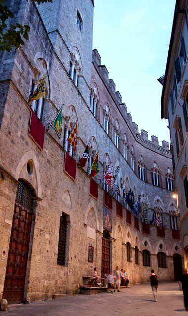 Palazzo Chigi-Saracini, Siena
