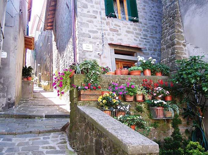 Http://www.viverelatoscana.it/wp-content/uploads/2016/11/Vellano-la-7-castella-di-saxyman0.jpg