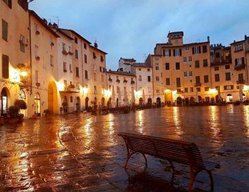 Piazza Dell'Anfiteatro, Foto Di MARZIA FRANCESCONI