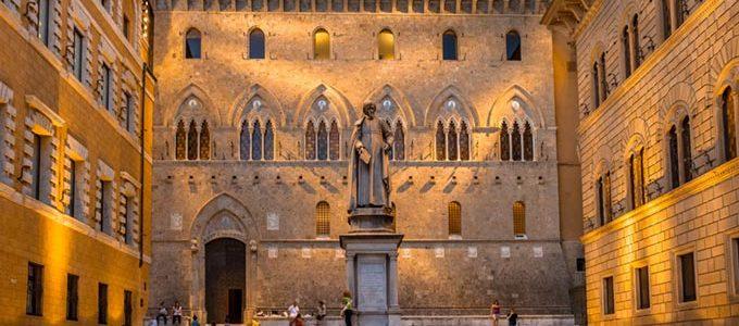 Piazza E Palazzo Salimbeni Di Siena